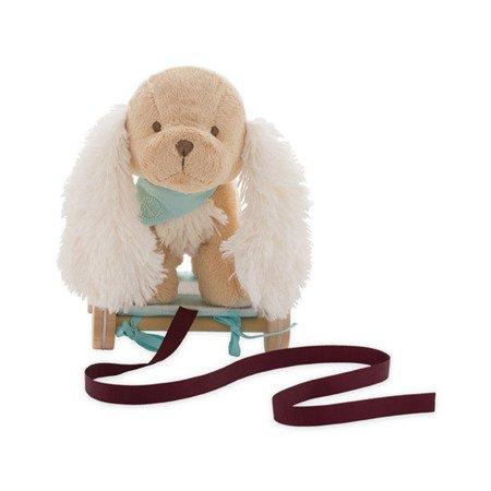 Kaloo Szczeniaczek Karmelowy przytulanka 27 cm na wózeczku do ciągnięcia kolekcja Les Amis